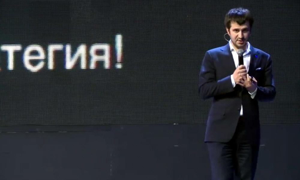 Максим Плосконосов на конференции amoCRM