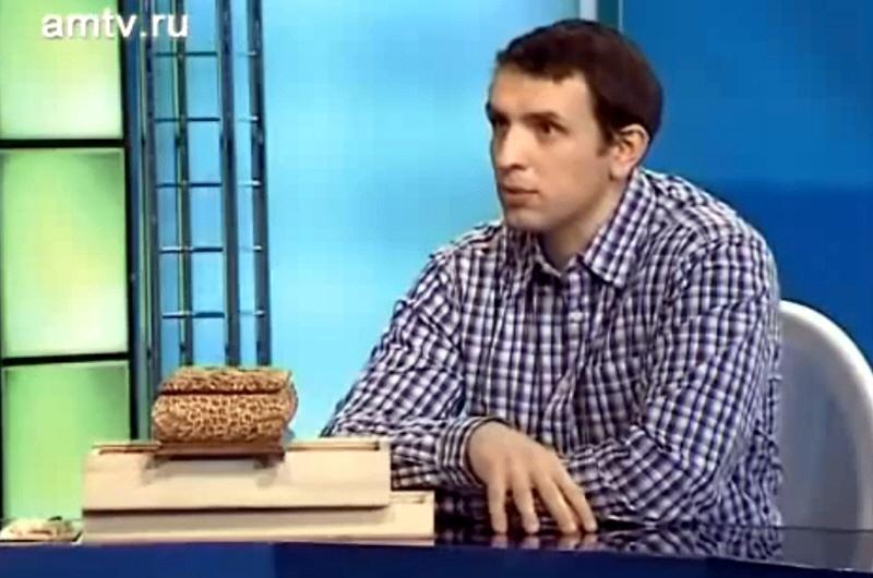 Денис Сасыков - директор авторского центра художественной резьбы по дереву Татьянка