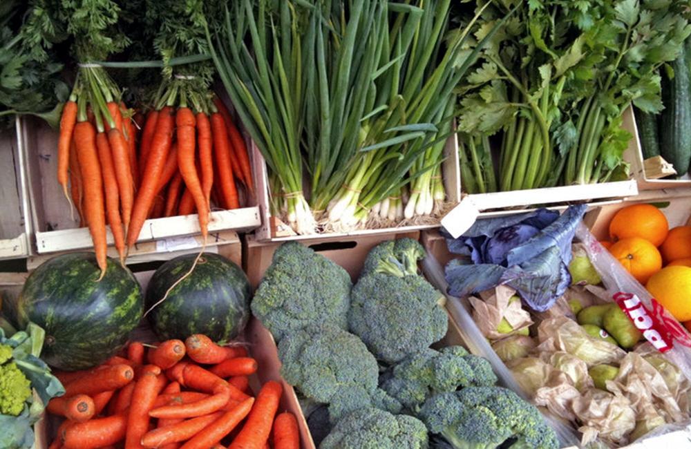 Продажа экологически чистых овощей и фруктов