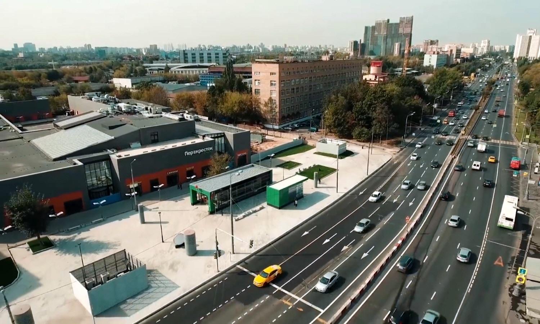 Торговый центр возле станции метро Верхние Лихоборы