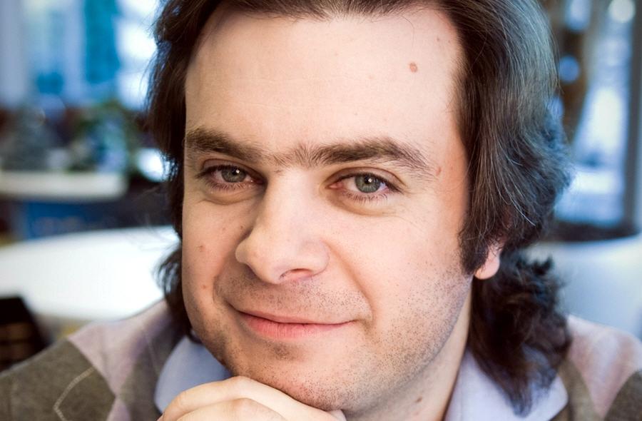 Павел Черкашин - бизнес-ангел, генеральный директор по потребительской стратегии и онлайн-сервисам компании Microsoft