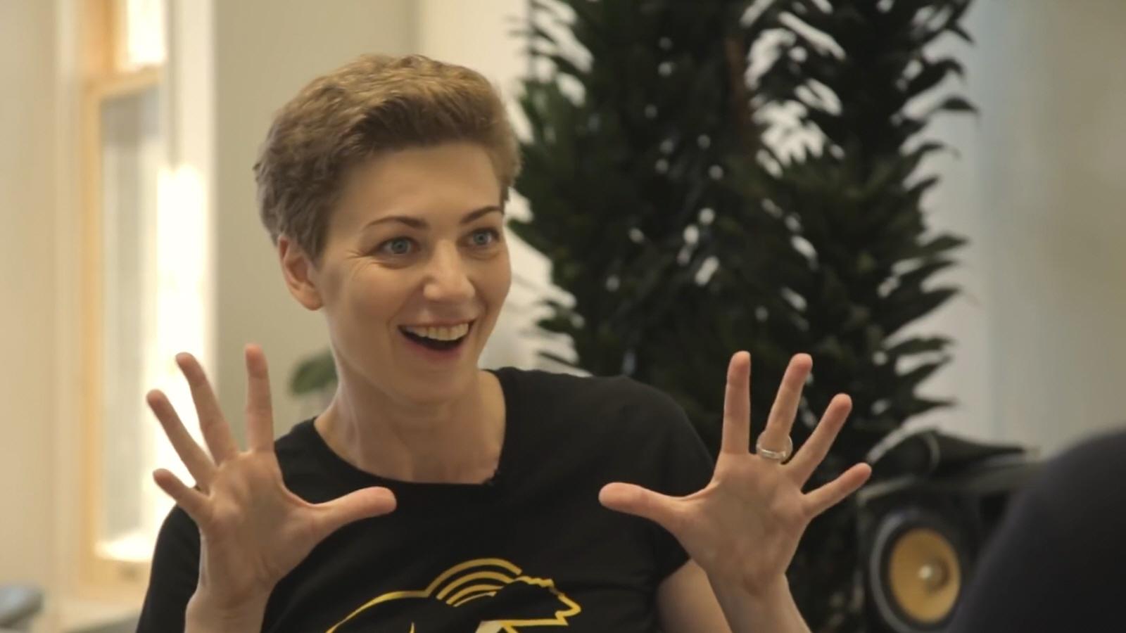 Елизавета Осетинская - ведущая передачи Русские Норм