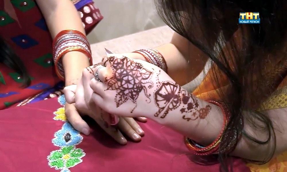 Проведение индийских тематических вечеров с чаепитием и росписью по телу хной