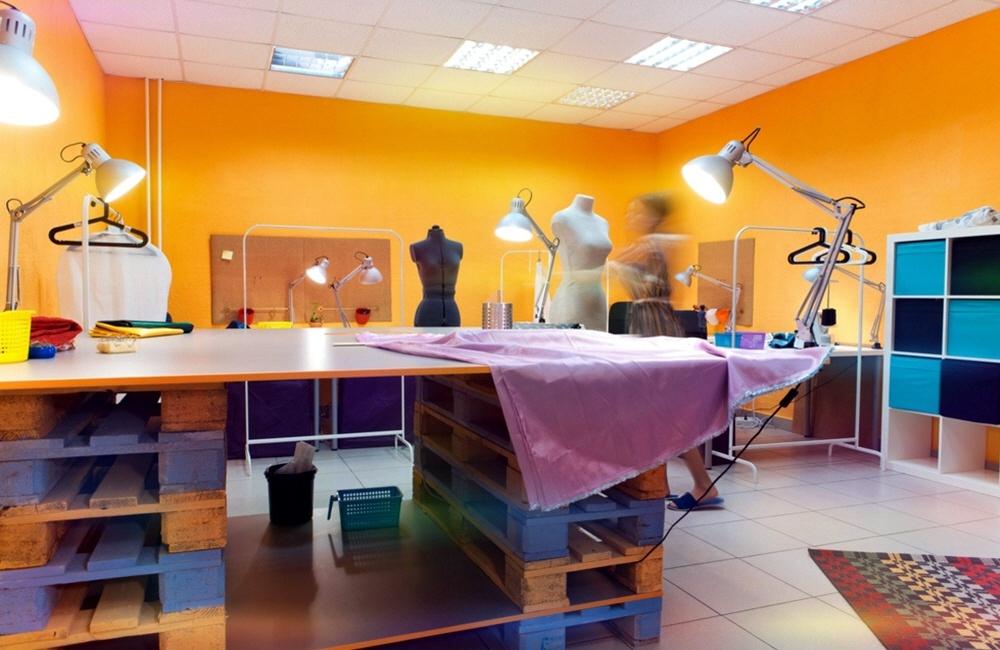 Рабочее место креативного дизайнера одежды