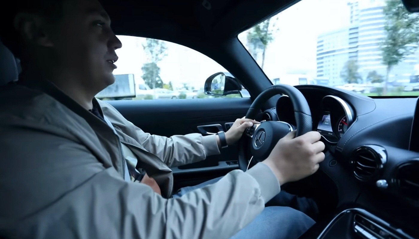 Покупка нового автомобиля Mercedes AMG GT